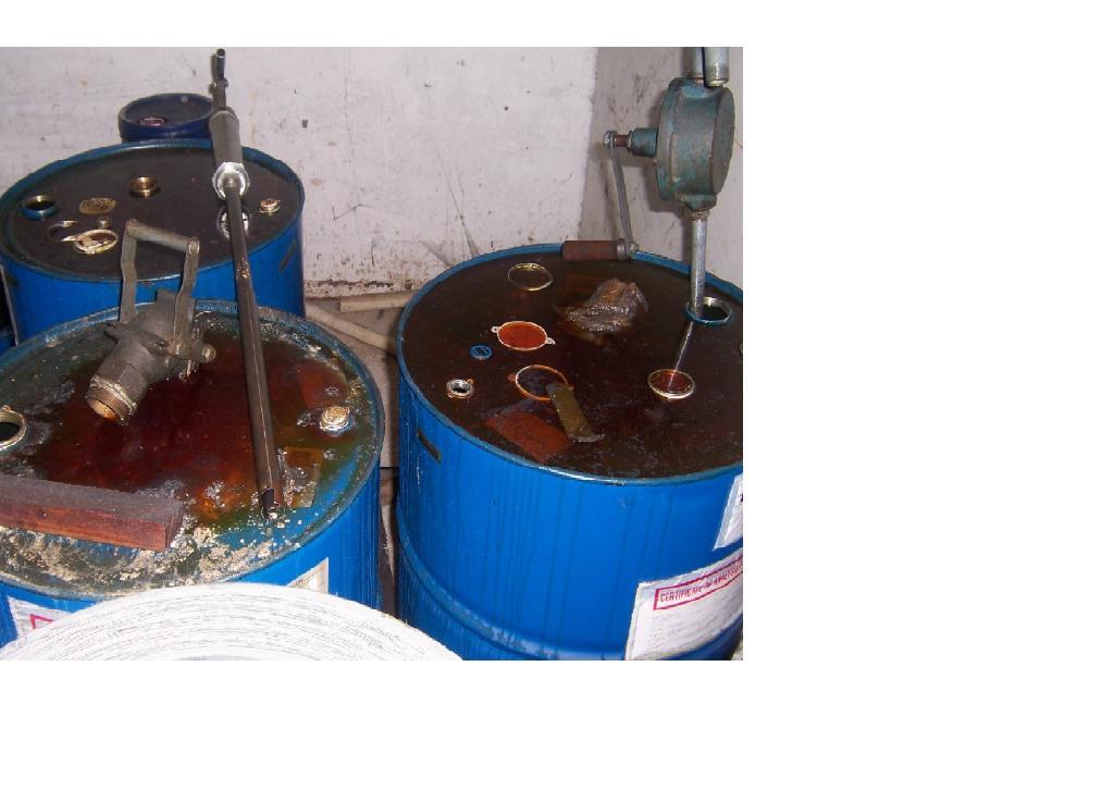 voorbeeld verkeerde olieopslag en bewaring smeermiddelen
